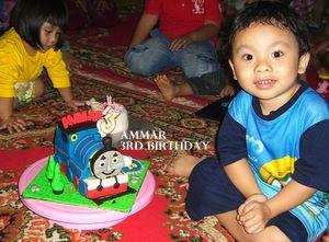 Ammar dan kue Thomas + Pororo
