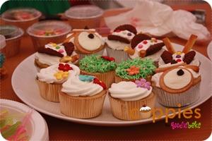 Dekorasi flora dan fauna sederhana pada cupcakes