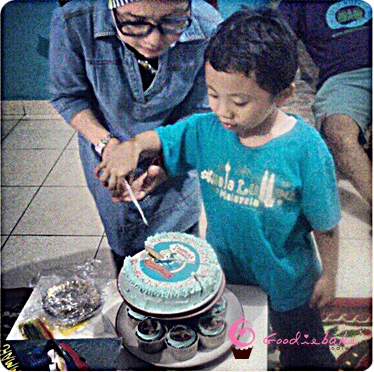 thomas cake1